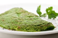 omelet met groene groente en boerenwormkruid